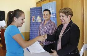 Alcaldía y CETEC entregan Medias Becas